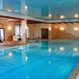 Натяжные потолки для бассейна в Одессе komfortcenter.com.ua